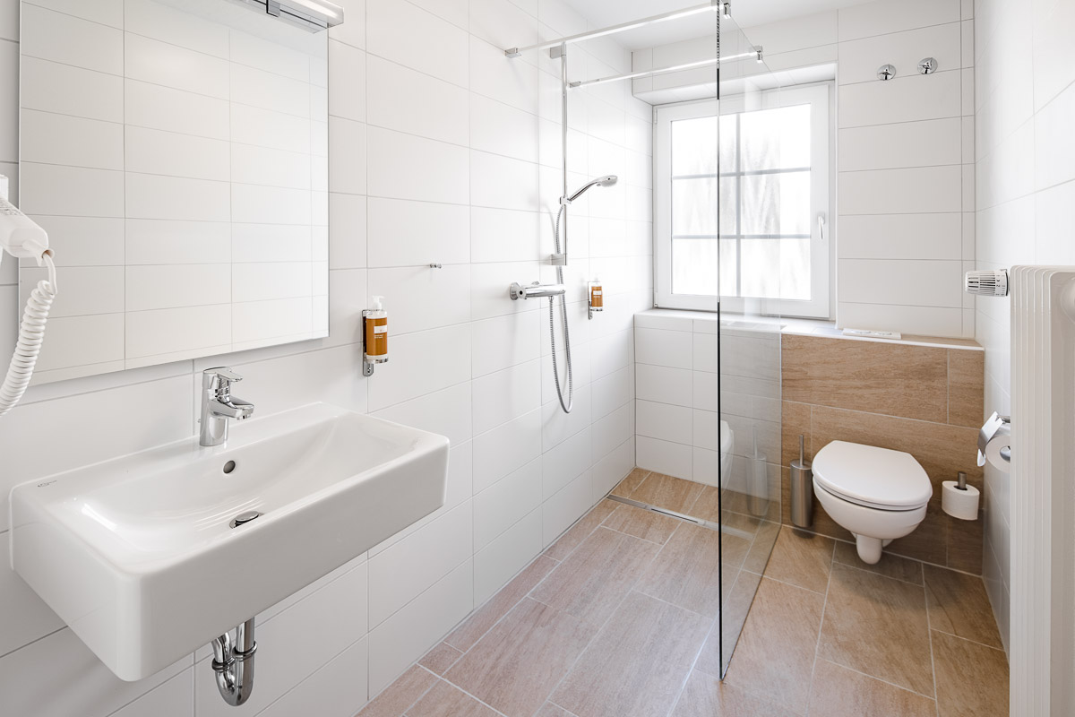Modernes Badezimmer im Hotel Pelikan in Beuron