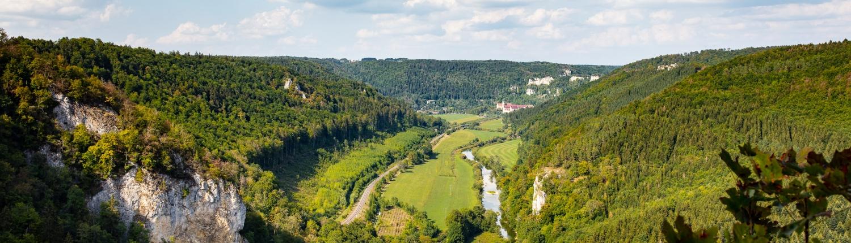 Das Donautal mit Blick auf das Beuroner Kloster